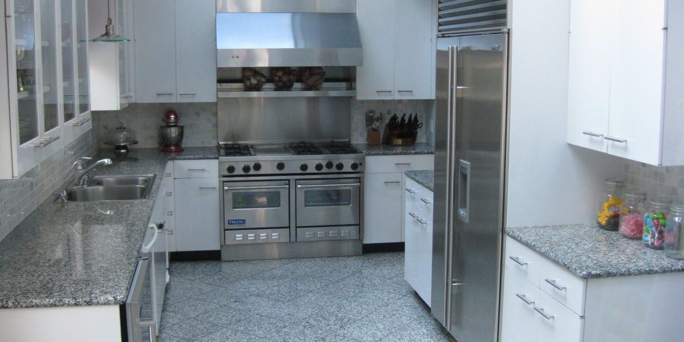 кухня из серого гранита