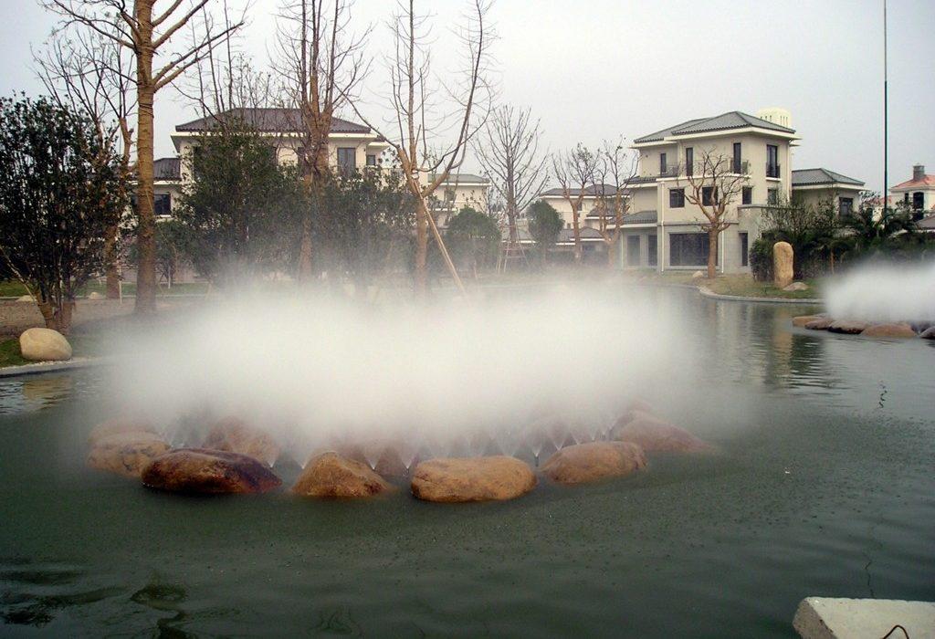 фонтан с туманом